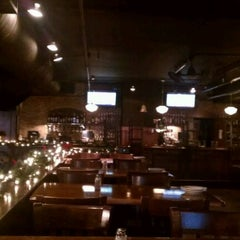 Photo taken at McFadden's Restaurant-Saloon by Dïck on 12/17/2011
