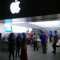 Photo taken at Apple Store, Syracuse by Frank C. on 8/18/2012