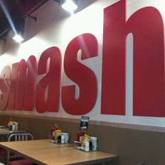 Photo taken at Smashburger by Antonio B. on 12/18/2011