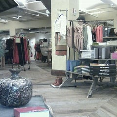 Photo taken at Anthropologie by Georg E. on 12/12/2011