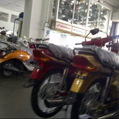 Photo taken at Hon Leong Motors Sdn Bhd by Kamarul R. on 5/5/2012