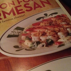 Photo taken at Olive Garden by Dorothy S. on 4/20/2012