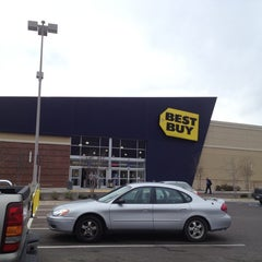 Photo taken at Best Buy by Roger H. on 2/28/2012