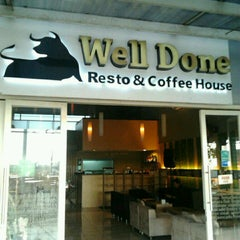 Photo taken at Well Done Steakhouse by Ferdi F. on 3/28/2012