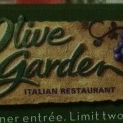 Photo taken at Olive Garden by Rachel H. on 3/18/2012