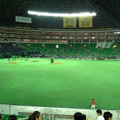 Photo taken at 福岡ヤフオク!ドーム (Fukuoka Yafuoku! Dome) by Tetsuya O. on 8/11/2012