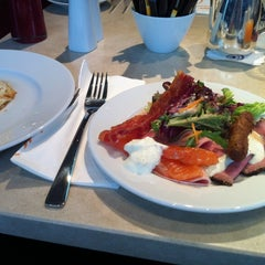 Photo taken at Restaurant Flavors by Tdong T. on 7/15/2012