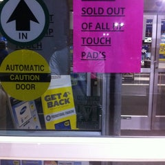 Photo taken at Best Buy by Alfred C. on 8/27/2011
