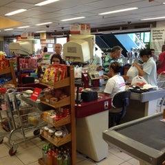 Photo taken at Supermercado Zona Sul by Fernando B. on 2/14/2012