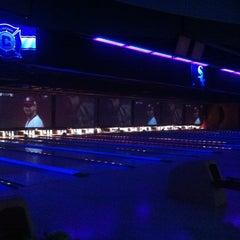 Photo taken at 10Pin Bowling Lounge by Jerra N. on 10/20/2011