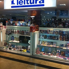 Photo taken at Livraria Leitura by Phillippe R. on 3/24/2011