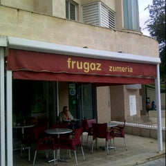 Photo taken at Frugaz Zumeria by Carlos Olmo V. on 10/8/2011