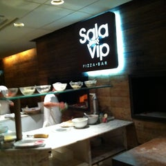 Photo taken at Sala Vip Pizza Bar by Éric D. on 10/24/2011