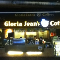 Photo taken at Gloria Jeans Coffees Bukit Bintang Plaza (GJC BB Plaza) by Alson L. on 9/7/2011