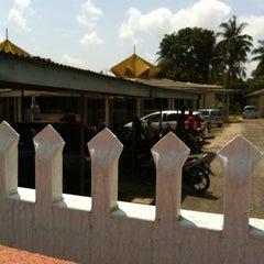 Photo taken at Masjid Sura, Dungun by Ahmad Hafiz W. on 2/4/2011