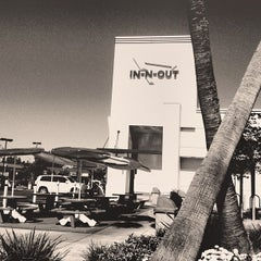 Photo taken at In-N-Out Burger by Phrey B. on 7/22/2012