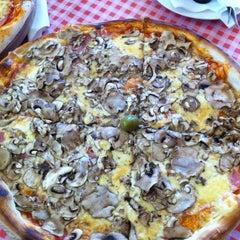 Photo taken at Pizzeria Gloria by Denis M. on 8/13/2011
