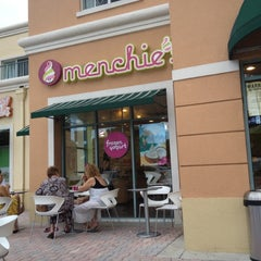 Photo taken at Menchie's Frozen Yogurt by Rafael P. on 8/11/2012