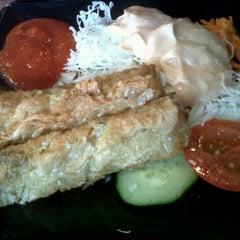 Photo taken at Hoka Hoka Bento by Eva S. on 10/8/2011