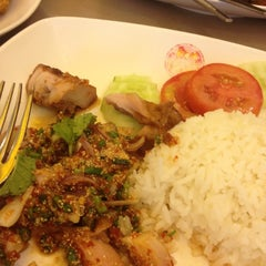Photo taken at Chester's Grill (เชสเตอร์ กริลล์) by pumnarin s. on 3/25/2012