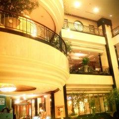 Photo taken at Menara Peninsula Hotel Jakarta by Arvi O. on 8/7/2011