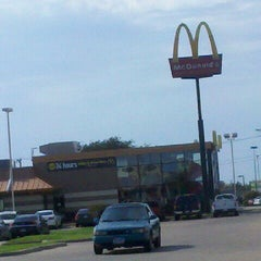 Photo taken at McDonald's by William T. on 10/26/2011