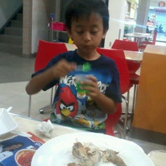 Photo taken at Giant Hypermarket by Haris A. on 11/12/2011