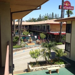 Photo taken at Studio City Court Yard Hotel by Camryman on 6/6/2012