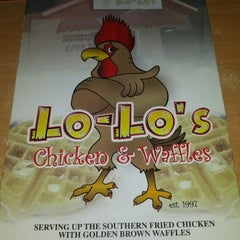 Photo taken at Lo-Lo's Chicken & Waffles by Angel C. on 8/25/2012