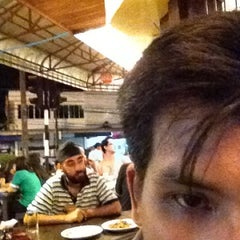 Photo taken at ร้านอาหารเยาวราช by Phubodin T. on 7/14/2012