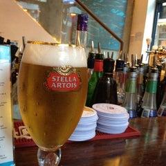 Photo taken at Peak Café & Bar 山頂餐廳酒吧 by Masato O. on 7/4/2012