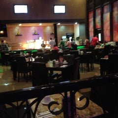 Photo taken at Golden Lion Casino by Roberto L. on 8/27/2012