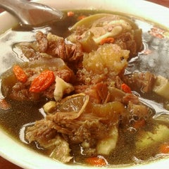 Photo taken at Phở Đuôi Bò by Chak® K. on 1/21/2012