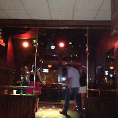 Photo taken at Balloons Restaurant & Nightclub by Leah R. on 5/6/2012