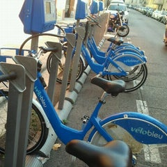 Photo taken at Vélo Bleu (Station No. 28) by Iarla B. on 8/25/2011
