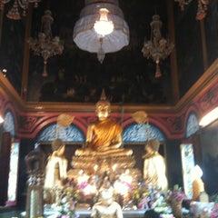Photo taken at วัดปรมัยยิกาวาสวรวิหาร (Wat Poramaiyikawas Worawihan) by Phu Y. on 8/18/2012