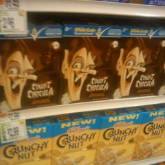 Photo taken at Giant Food by Angelius b. on 10/21/2011
