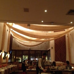Photo taken at Restaurante Arabia by Hubert A. on 6/13/2012