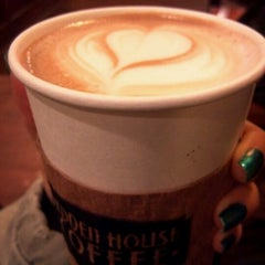 Photo taken at Hidden House Coffee by 캐쉬 문. on 1/6/2012