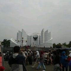 Photo taken at Monumen Perjuangan Rakyat Jawa Barat by Muhammad N. on 10/2/2011