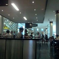 Photo taken at Café Noar by Raul F. on 1/28/2012