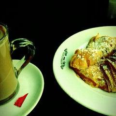 Photo taken at Cafetaria Green Tea by Tiago R. on 3/30/2012
