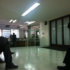 Photo taken at 1° Juzgado de Policía Local de Providencia by ALexkiLL R. on 12/23/2011