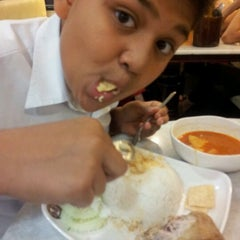 Photo taken at OldTown White Coffee Signature by Annie I. on 9/9/2011