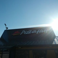 Photo taken at Pizza Hut by Amy R. on 5/30/2012