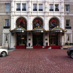 Photo taken at InterContinental Mark Hopkins San Francisco by Timmy C. on 11/28/2011