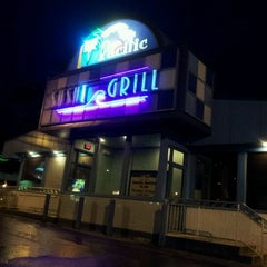 Photo taken at Blue Pacific Sushi & Grill by Bob V. on 9/11/2011