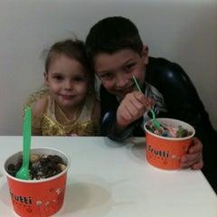Photo taken at Tutti Frutti Frozen Yogurt by Jill M. on 11/1/2011