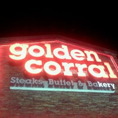 Photo taken at Golden Corral by Mariana O. on 9/10/2011