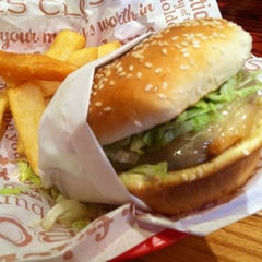 Photo taken at Red Robin Gourmet Burgers by Ashley L. on 2/25/2012